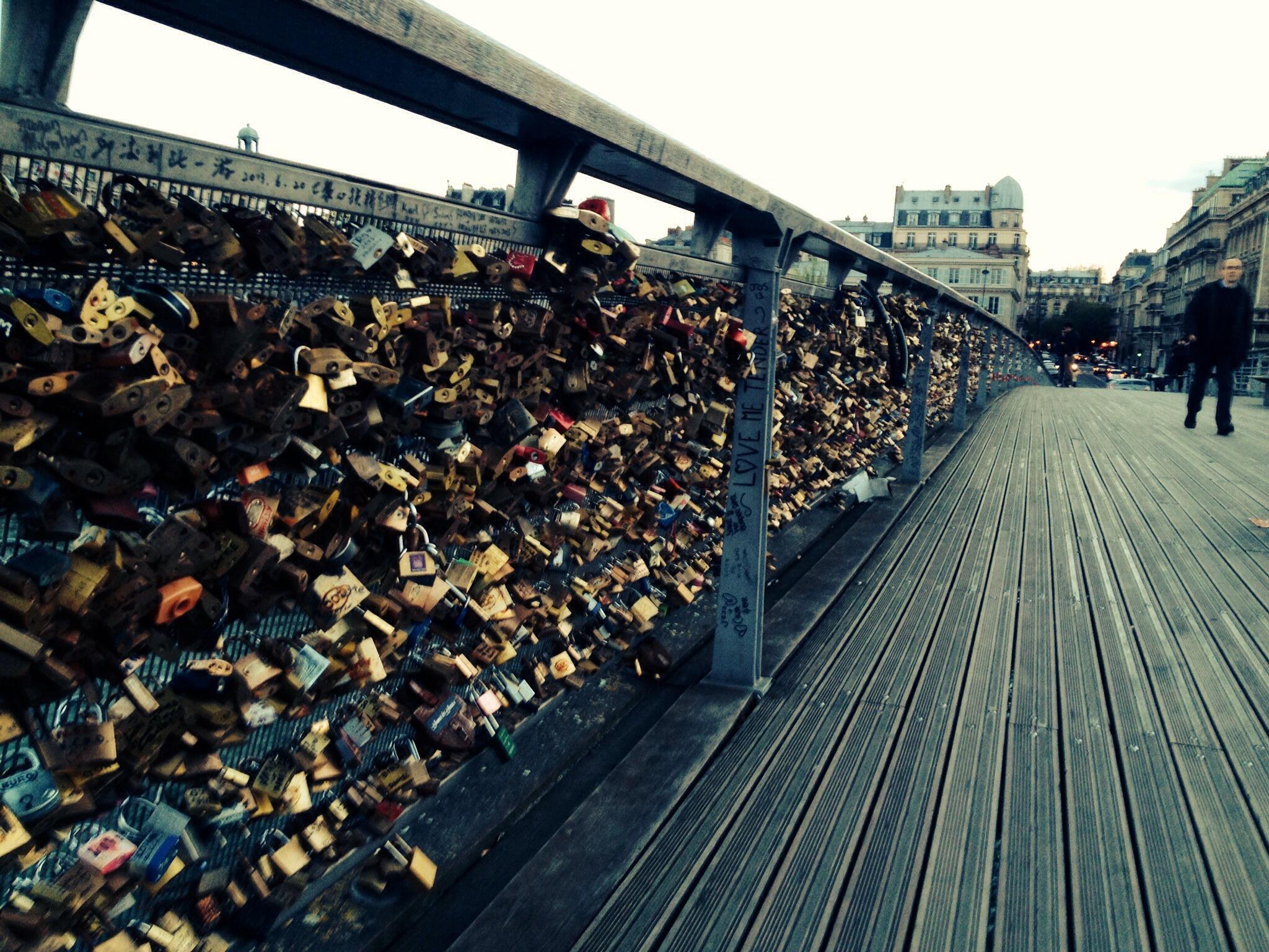 Lovers of Ile-de-France – Pont de l'Archeveche